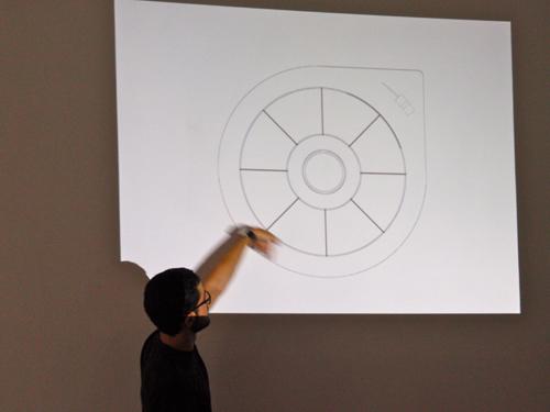 Luca De Rosso a Tempo Reale mostra la forma di OTTO. Foto di Nicola Torpei