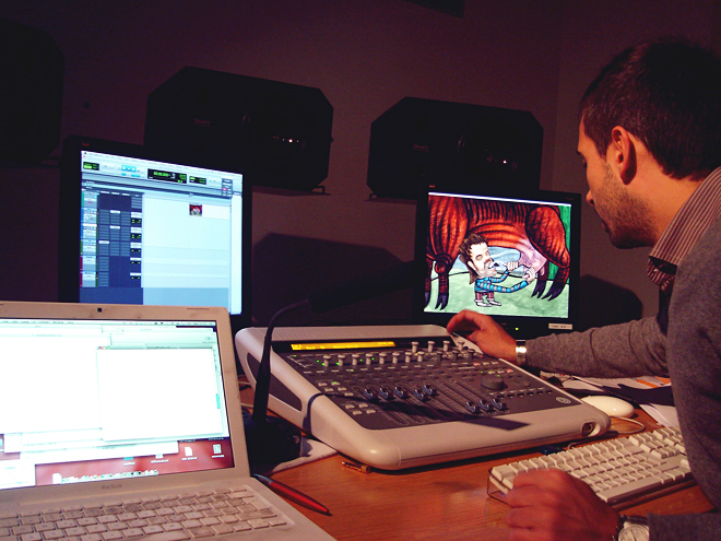 Paolo working in the studio on the Patuqueo scene.