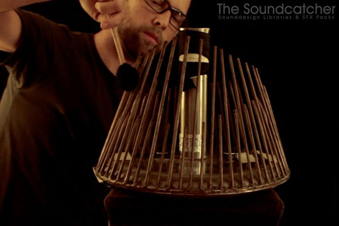 The Soundcatcher while recording liquid metal