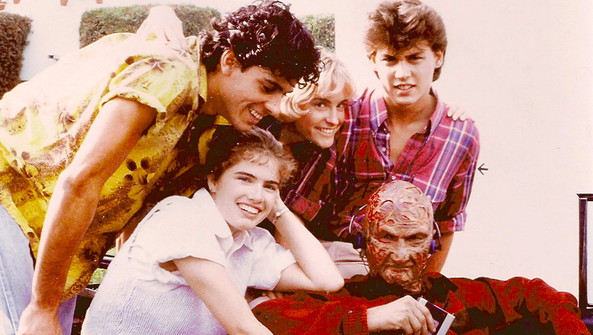 Johnny Depp, Heather Langenkamp, Amanda Wyss, Jsu Garcia and Robert Englund listening to Freddy's sounds on the set of A Nightmare on Elm Street (1984).
